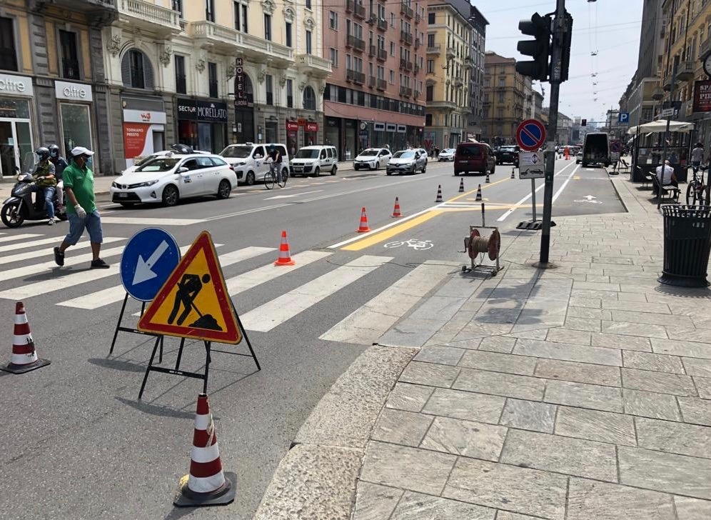 As promised #Milan is changing roads into bicycle paths. This is Corso Buenos Aires, one of the busiest shopping streets. Complimenti Mayor @BeppeSala!pic.twitter.com/l5WXXq5pJM