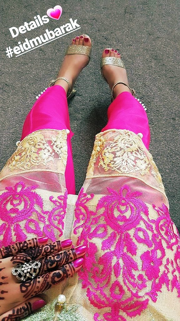 Eid Mubarak!! May you have a full day of happiness and blessings. I for sure will #eid #Happiness #blessed #azgindullar #reelsikiş #pink #Feetfettish #feet #worship #Food #henna #jilboob pic.twitter.com/uTTNmdoI59