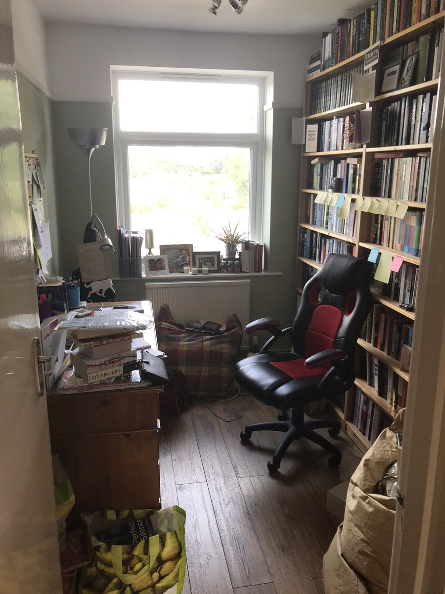 A new bookshelf can only mean one thing - time to tidy and organise my office! All ready for a new week now  #SundayMorning #Officepic.twitter.com/4K775GGPJo