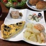 Image for the Tweet beginning: 日曜限定ポスト弁当 は、 嬉しいお助けディナー🍽にいただきました。 自宅では味わえないフランス🇫🇷家庭料理です❤️  #ガレット #cafedelaposte #八王子