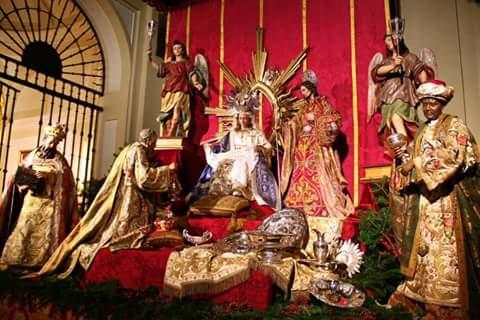 Para acabar el hilo, si visitáis la Iglesia en Navidad, os encontraréis con una maravillosa sorpresa, el magnífico Misterio que montan en Navidad. https://t.co/wouC3UHd8k