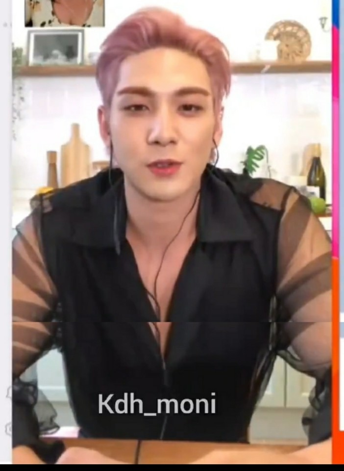 """Baekho just told me """"I miss you"""" 6 times. I can die peacefully now. <br>http://pic.twitter.com/fPPQ1AJPWl"""