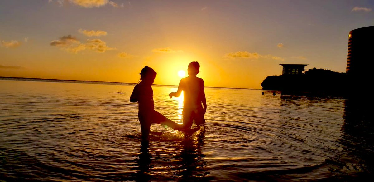 Sunday sunset  #guam pic.twitter.com/RMPsJrXmUx