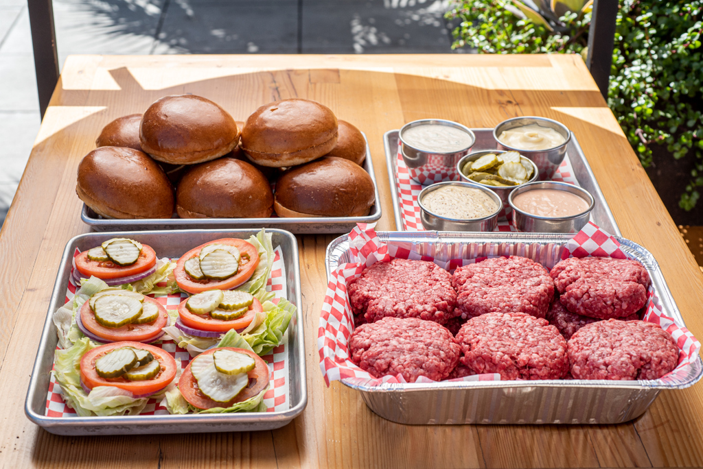@cassellshamburgers's is selling burger kits for your Memorial Day backyard BBQ needs. $55 for a kit of 6. Available for pick up and delivery at both locations (KTown and DTLA). Ordering details on their website. #supportlocal #KTown #DTLA #dineLA | RG : @cassellshamburgerspic.twitter.com/GbNU7ZzwFO