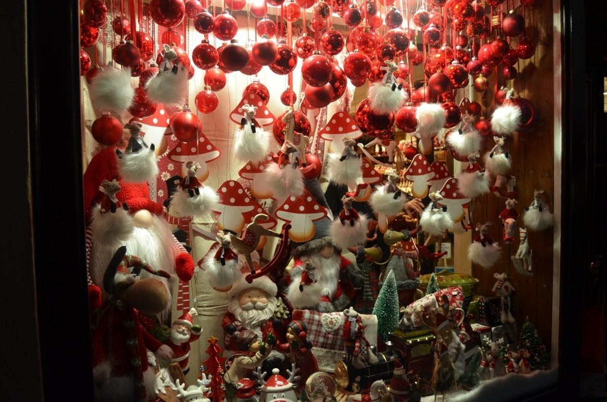 Christmas Shop - Colmar #PicOfTheDay #Foto pic.twitter.com/vY48d4Iadd