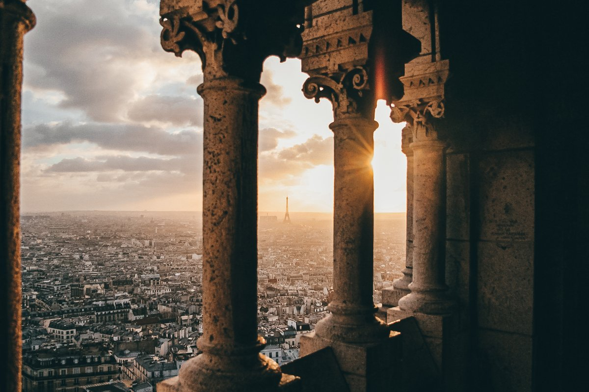 View from Sacre Coeur Dome... #Paris #colors #sunsetphotographypic.twitter.com/xbMXHg8tRn