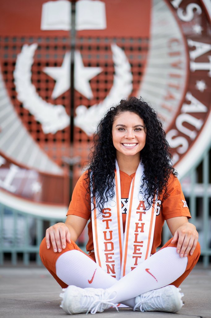 I'm OFFICIALLY a Texas Ex. I'm so thankful for Texas giving me endless opportunities and amazing memories. It's time to pursue my next chapter of life  Next up, I will be attending The University of North Texas to earn my masters and play softball  #UTGrad20<br>http://pic.twitter.com/ZKZO4YejwY – à The University of Texas at Austin