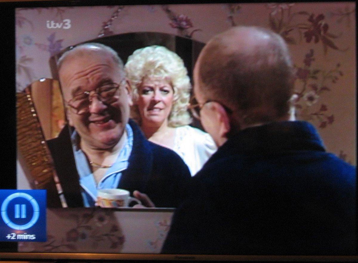 Alec made the mistake of saying 'Bloody Mary' three times. #CoronationStreet #ClassicCorrie #Granada #ITV #JulieGoodyear #RoyBarraclough #KimKardashianpic.twitter.com/QhbwayPtr1