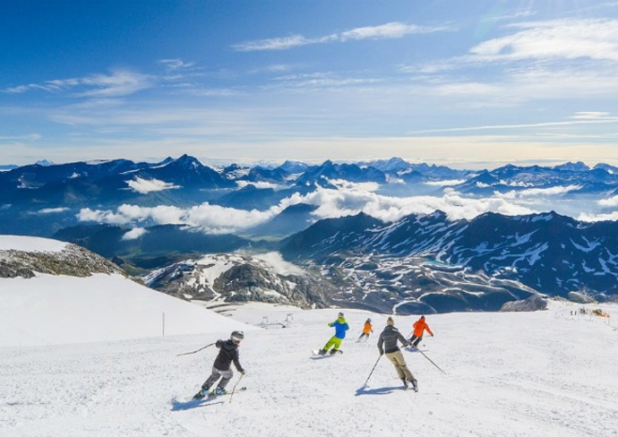 Skiing in the Alps  • İ can't ski but that won't stop me  • #Travel pic.twitter.com/s4pVbYWVrF