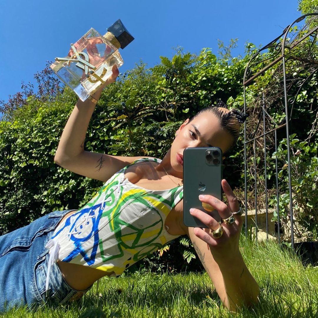 Garden selfie... but make it cool #iamlibre #dualipa pic.twitter.com/3PzVFF3q6h