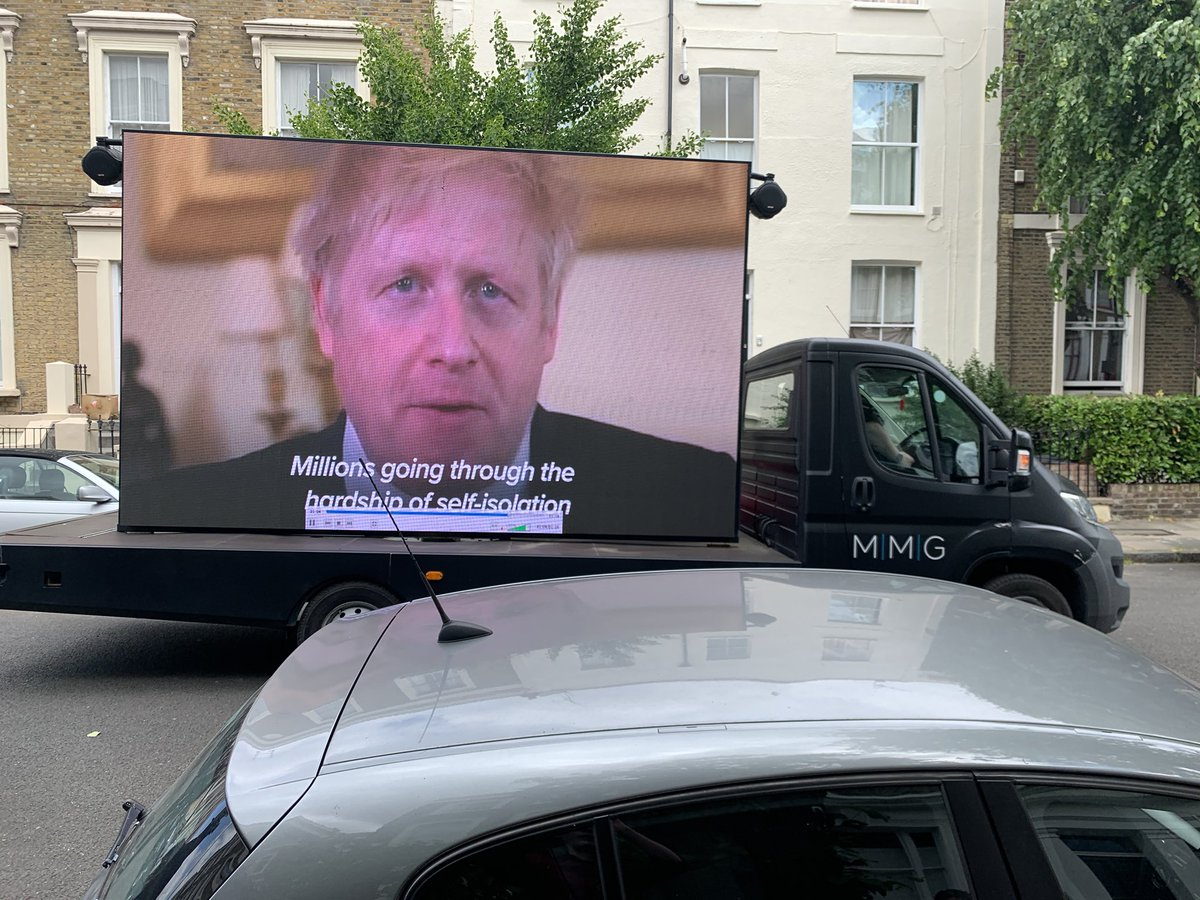 A campaign van has turned up outside Dominic Cummings' house in Islington and is playing new clips and a video of Boris thanking the public for their sacrifice https://t.co/W6tceV7TRS