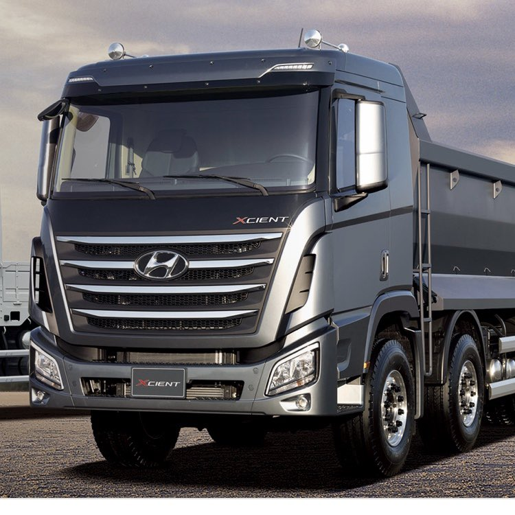 New #Hyundai 8x4 tipper looks smart pic.twitter.com/6ahhTH6pdI