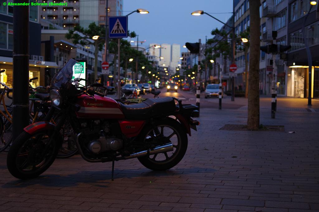 #straatfotografie #streetphotography #Rotterdam #Kareldoormanstraat #Kawasaki #motorcycle #motorfiets #avond #evening #PhotographyIsArt #fotografie #photographypic.twitter.com/lrJBg77x5u