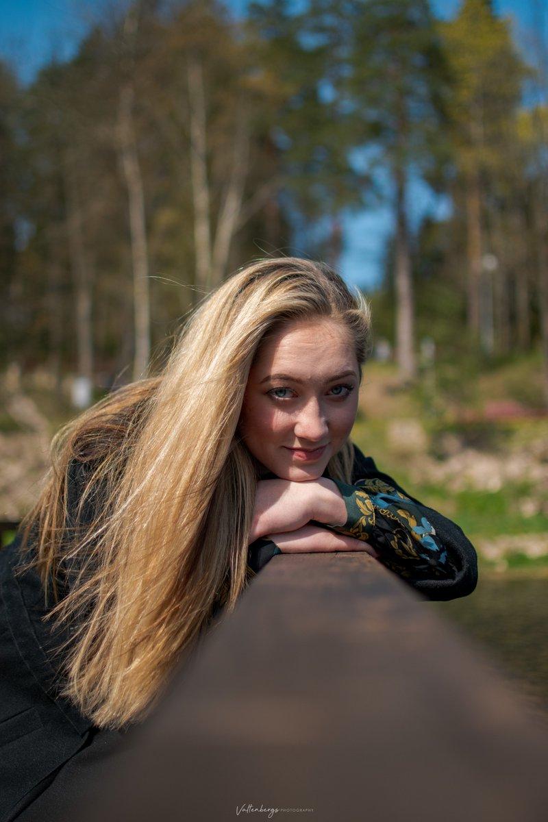 Hope everyone had amazing weekend #portrait #portraitphotography #woman #women #female #womanportrait #womanphotography #womanphotographer #outdoors #wind #sunglasses  #nikon #nikonphotography #nikond5600 #zara #lindex #flowers #yellowpic.twitter.com/GmFuUXIkiz