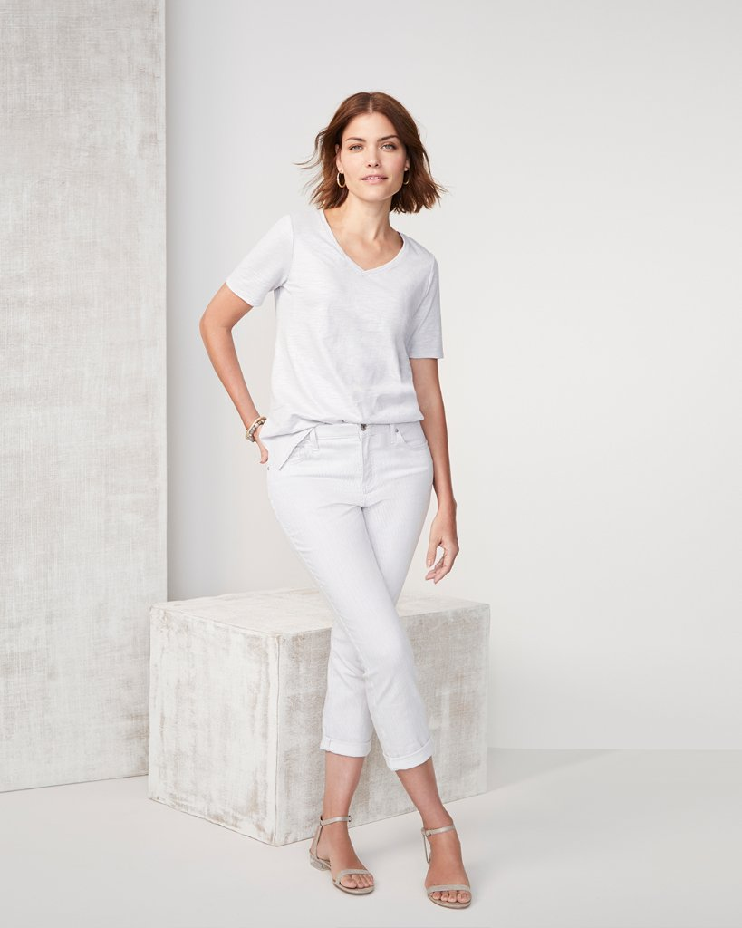 Celebrating the long weekend in this chic and casual all-white look. https://t.co/2oM9jkUDg8 https://t.co/M4jDZNaehP