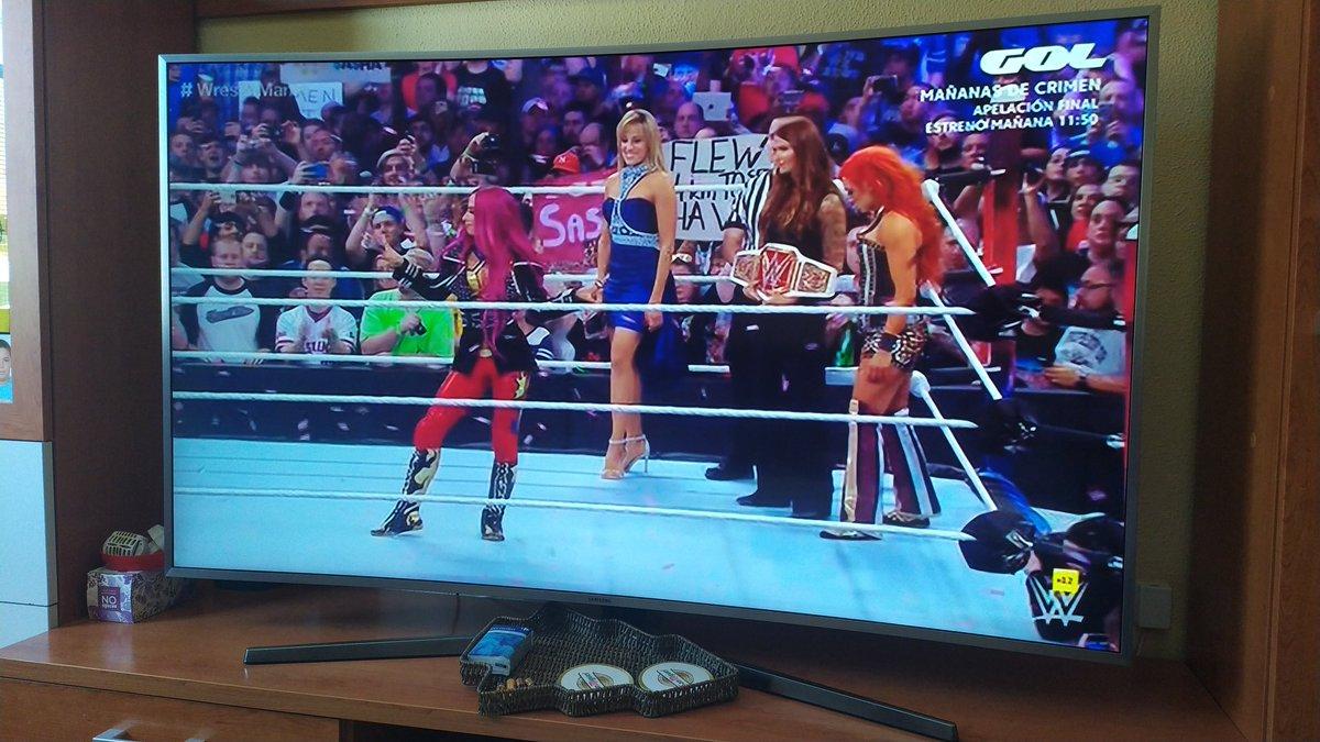 Tremenda entrada de Sasha Banks en este WrestleMania 👌🏻🔥 #WrestleMania32 #WWEenGOL https://t.co/EGKNXtUQkP