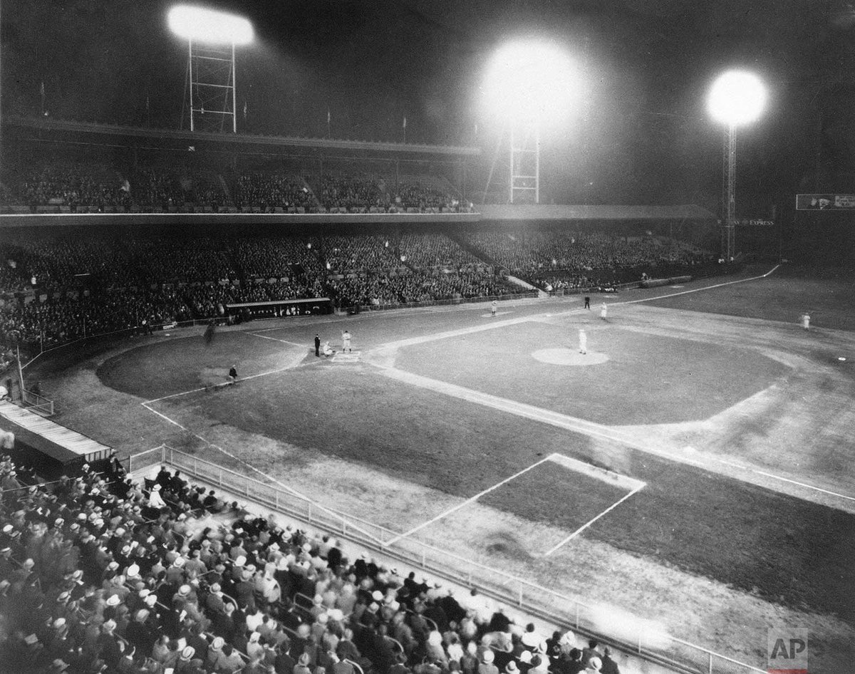 85 years ago today, the first major league baseball game to be played at night took place at Cincinnati's Crosley Field as the Reds beat the Philadelphia Phillies, 2-1. <br>http://pic.twitter.com/293OUvOkdE