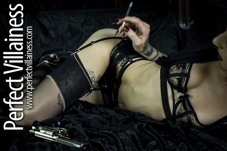 Weekly update #femmefatale #smoking #gun #sobraniepic.twitter.com/tV5CKQd4C9