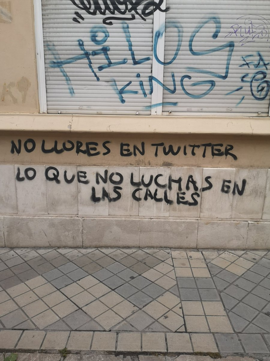 Don't cry on Twitter what you don't fight in the street... Streets of #Granada always teaching me so much #graffitipic.twitter.com/fSPAGHjtrZ