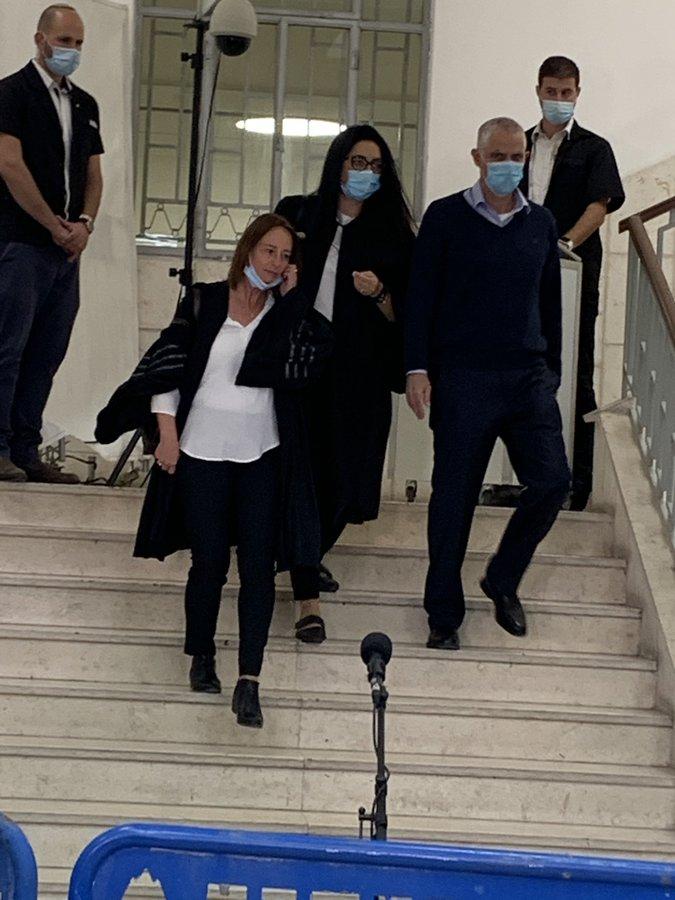 """תם עידן נתניהו -בית המשפט הצליח לעשות את מה שאיראן החזבאלה החמאס רוסיה וארה""""ב לא הצליחו.ככה נתניהו נפל EYyQ7ZCWsAEIyuR?format=jpg&name=900x900"""