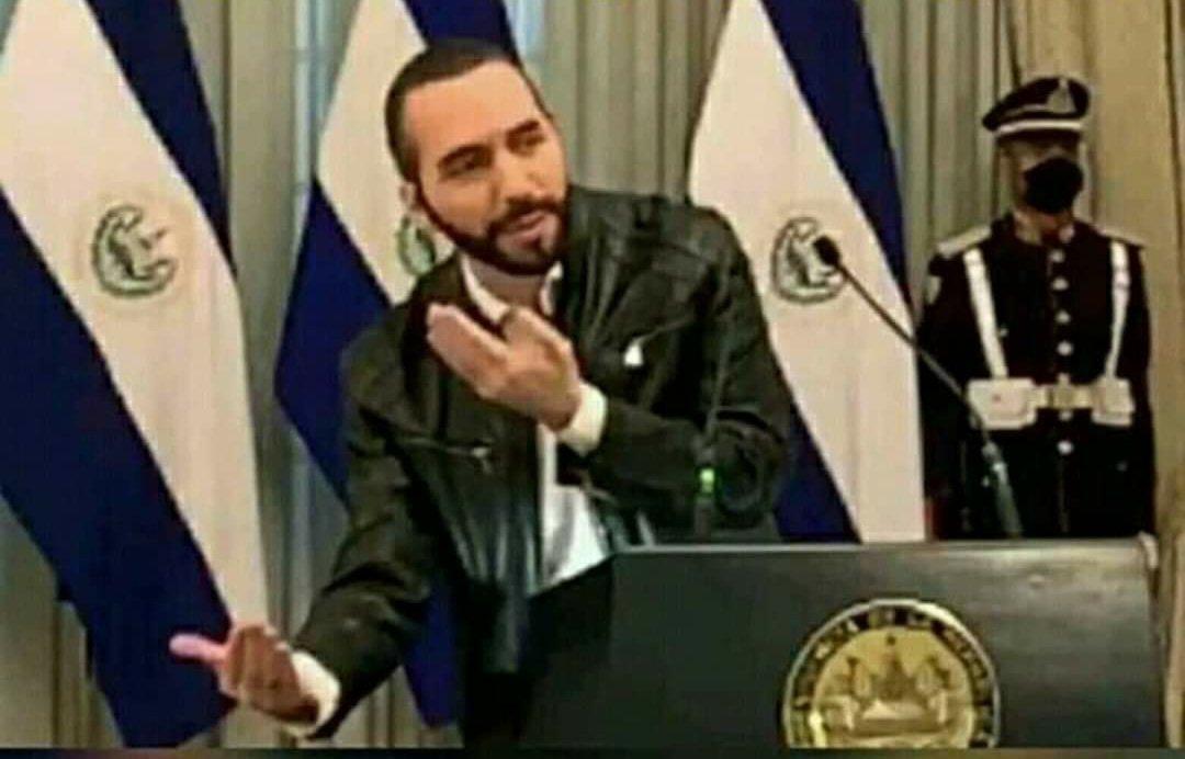 El #presidente de #Nicaragua lo que necesita es que le metan un armaño de este tamaño.pic.twitter.com/O1IAZxtUEW