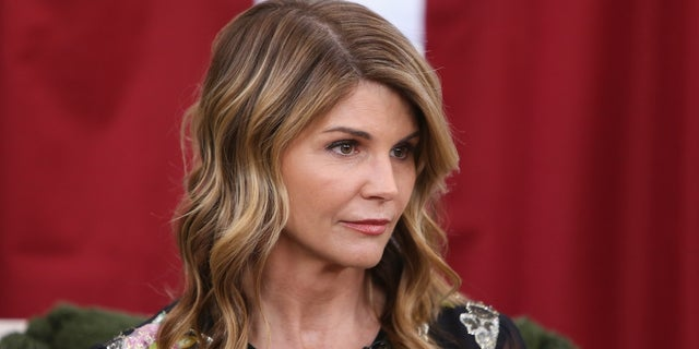 Why Lori Loughlin and Mossimo Giannulli held out on guilty plea until now https://popculture.com/celebrity-parents/news/why-lori-loughlin-mossimo-giannulli-held-guilty-plea-until-now/…pic.twitter.com/oxwKLr5qLq