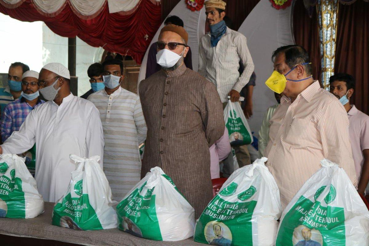 Barrister @asadowaisi & AIMIM Charminar MLA @CharminarMLA, distributed relief ration kits to the residents of Puranapul Division