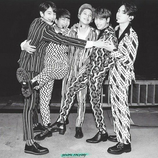 """""""I look back on the film of our memories On the day we first met My heart pounded so hard, I couldn't hide the tears They flowed as much as I was thankful""""  ㅡHonesty, SHINee.   #12YearsWithSHINee #샤이니는_12년째_빛나는중 #AlwaysWithYouSHINee<br>http://pic.twitter.com/j5q5uzpRUb"""
