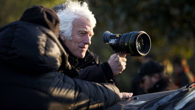 «I feel every shot, every camera move, every frame, and the way you frame something and the choice of lens, I see all those things are really important on every shot»  Happy birthday to the legendary cinematographer Roger Deakins!pic.twitter.com/AfYsGl8cug