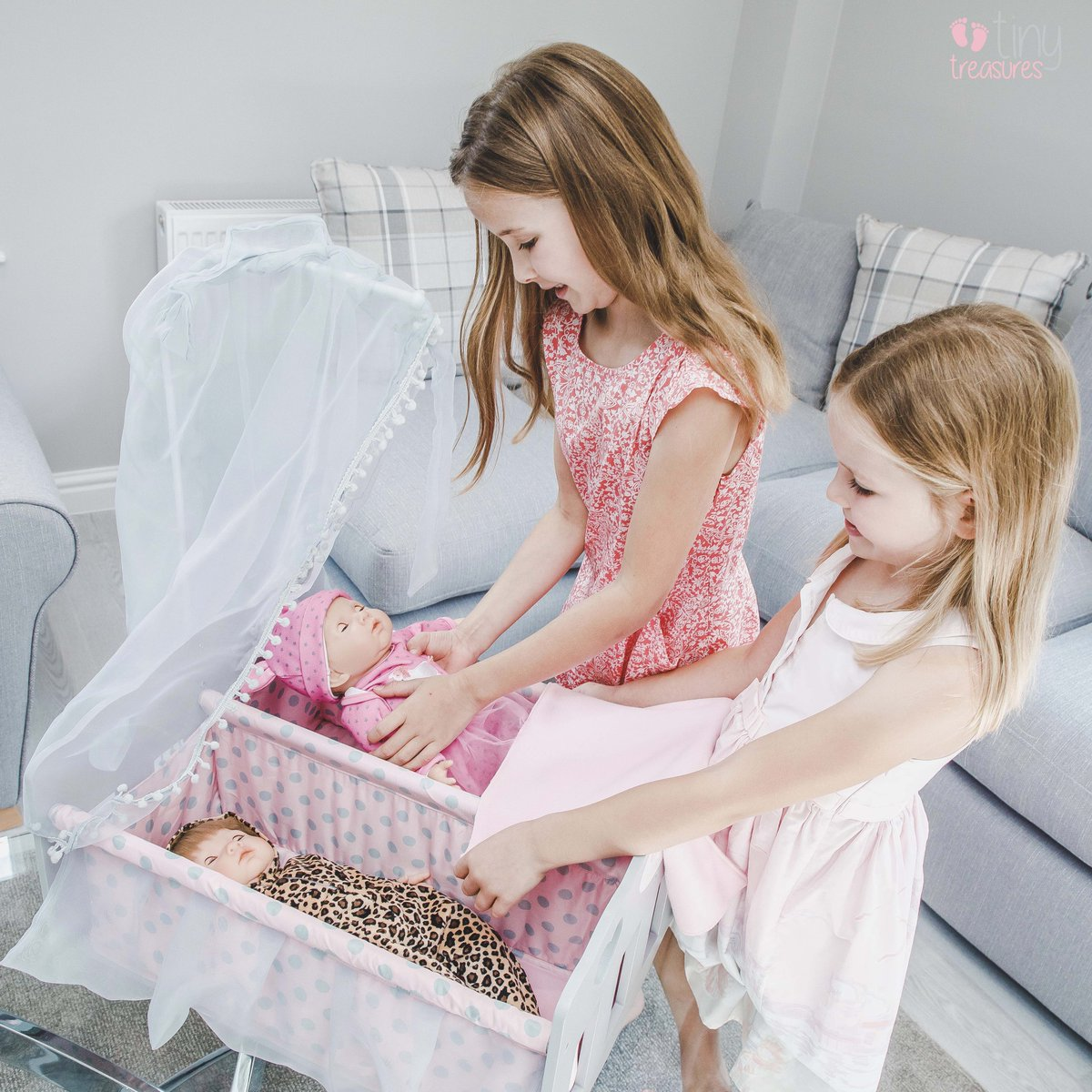 The Tiny Treasures wooden double cot is perfect for those role play days. You can find it at http://Argos.co.uk  . . . #staysafe #stayhome #dolls #reborndolls #rebornbabies #newborn #dolls #newbornphotography #tinytreasures #dollcotspic.twitter.com/hG0s6ReBWe