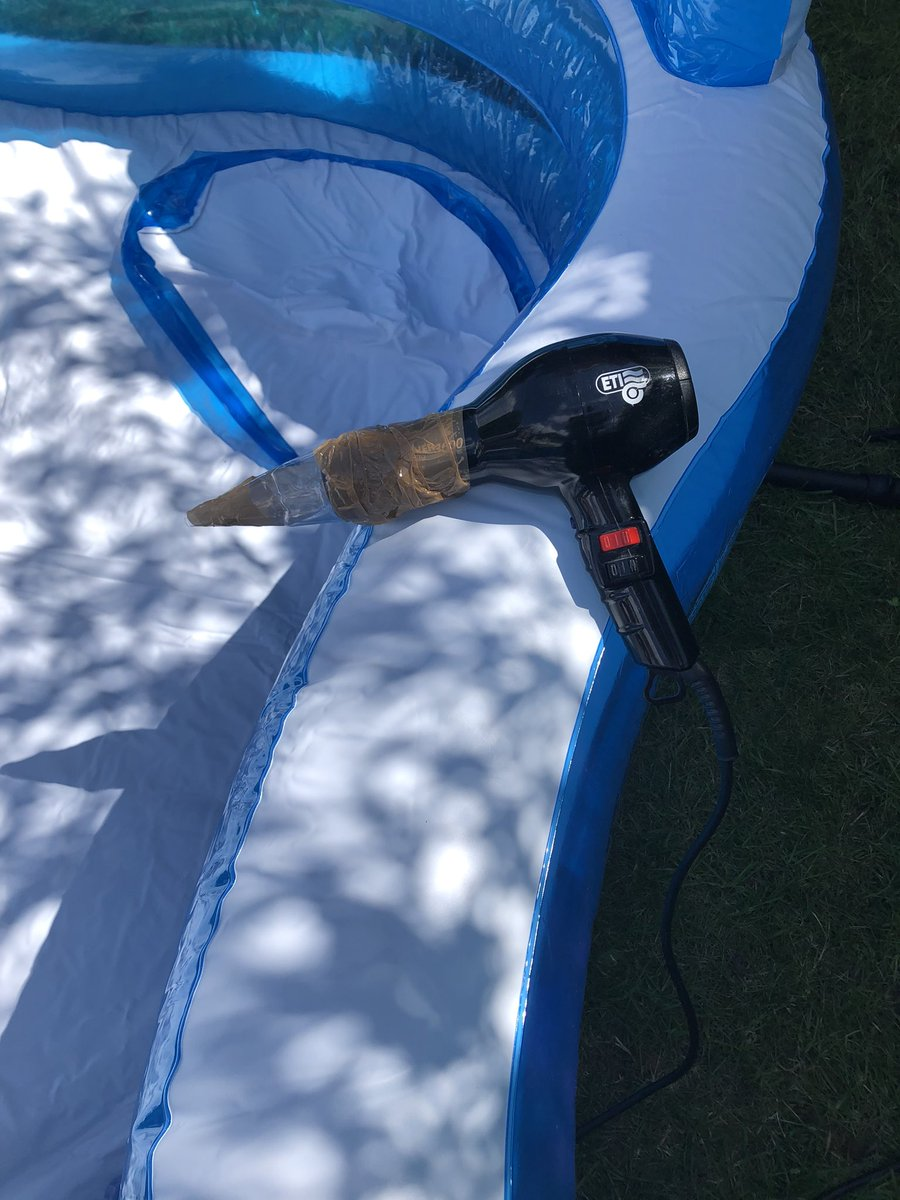 My genius lifehack, blew up an inflatable pool in minutes pic.twitter.com/4Qg4W1xiPd