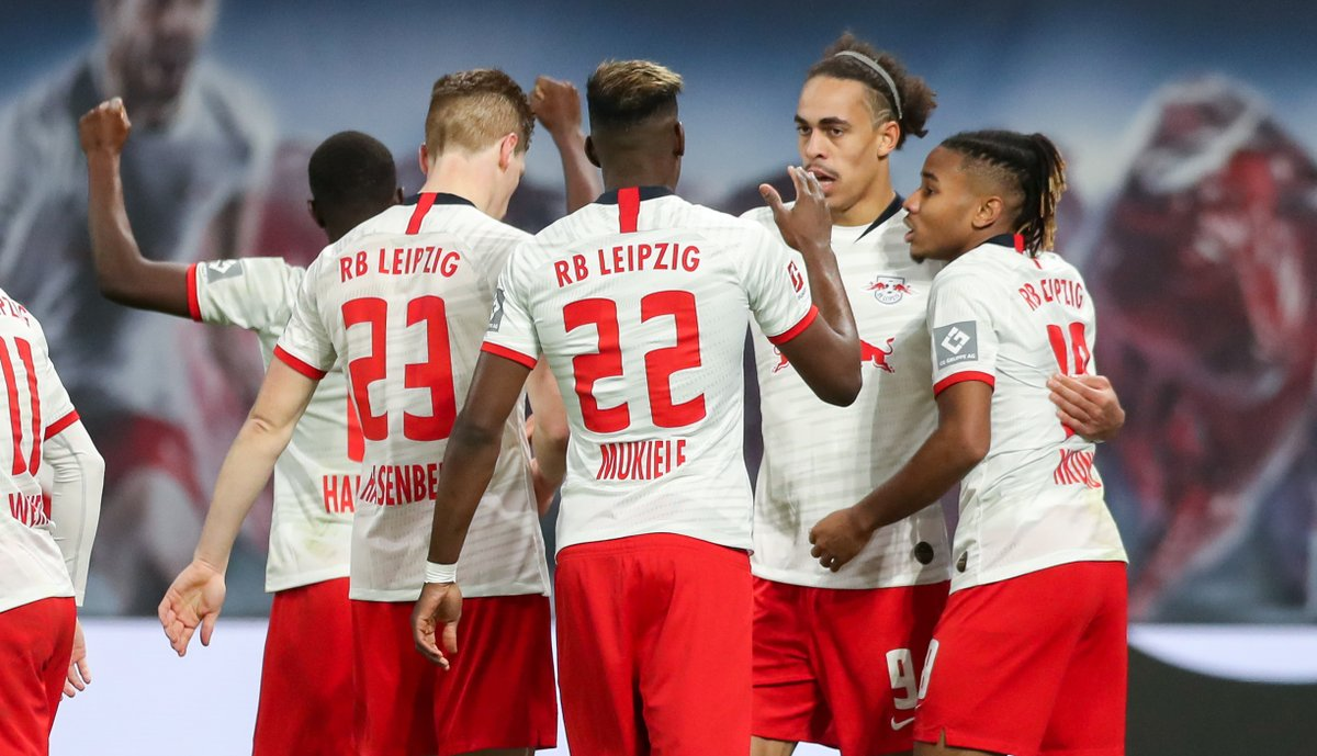 11: Mainz 0-1 RB Leipzig 23: Mainz 0-2 RB Leipzig 36: Mainz 0-3 RB Leipzig A dominating first half for Die Roten Bullen.