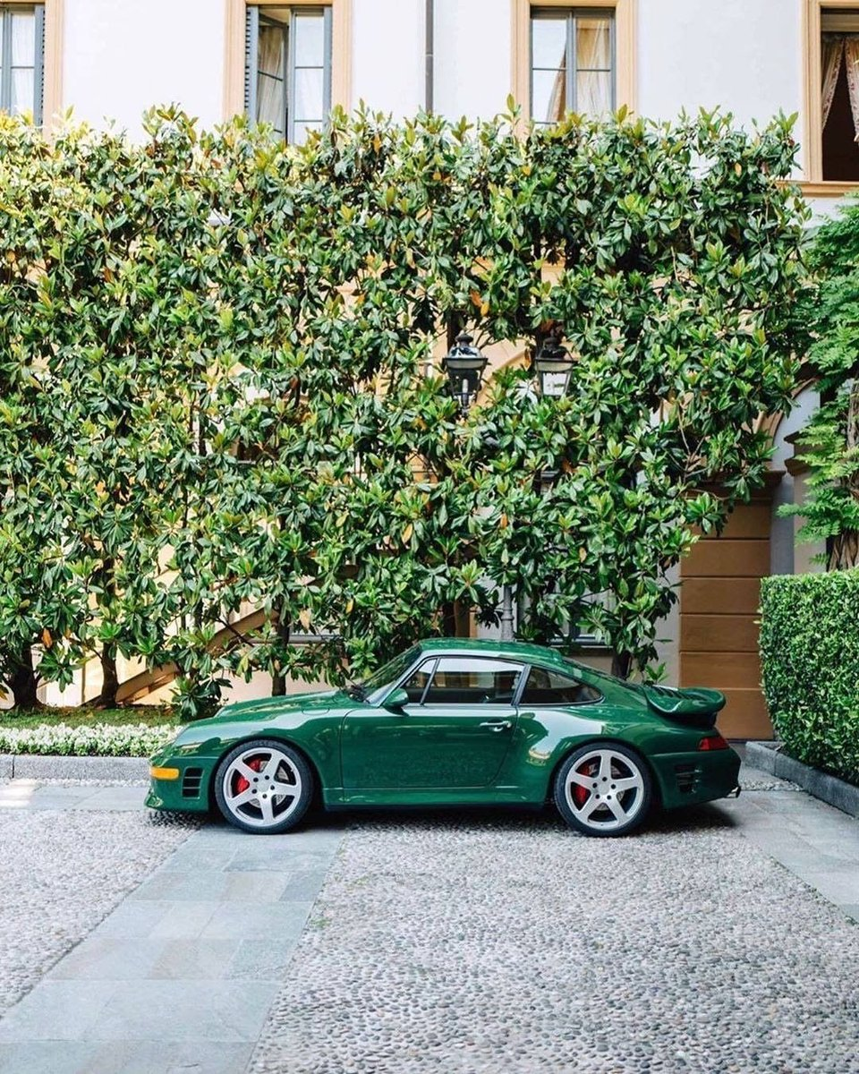 993 looking lovely in green • : @ fabriziodaloisio (Instagram)<br>http://pic.twitter.com/xVPh6pfnsf