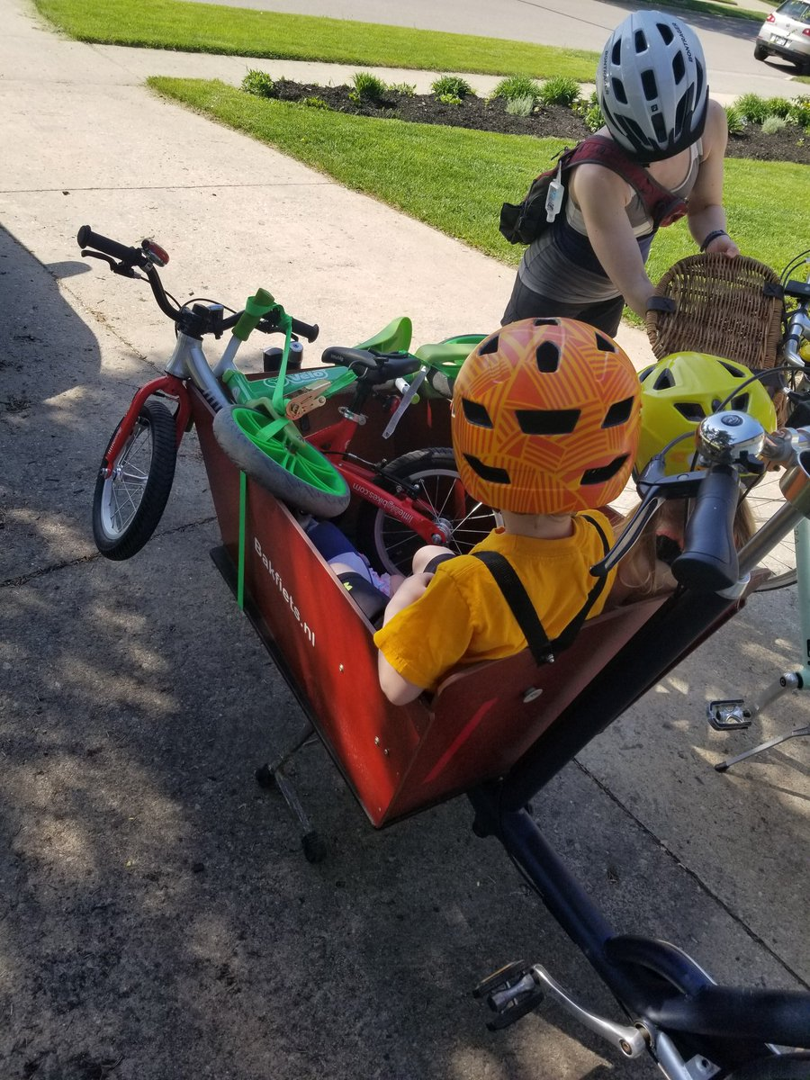 Bikes loaded in the car, heading out in search of places to ride. #Guelph #bakfiets #cargobike pic.twitter.com/1ZTQk6qul9