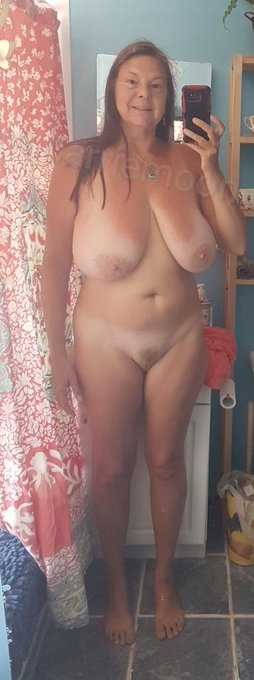 Annual birthday suit pic. Happy 56th bday to me! https://t.co/nsU0k9G91x