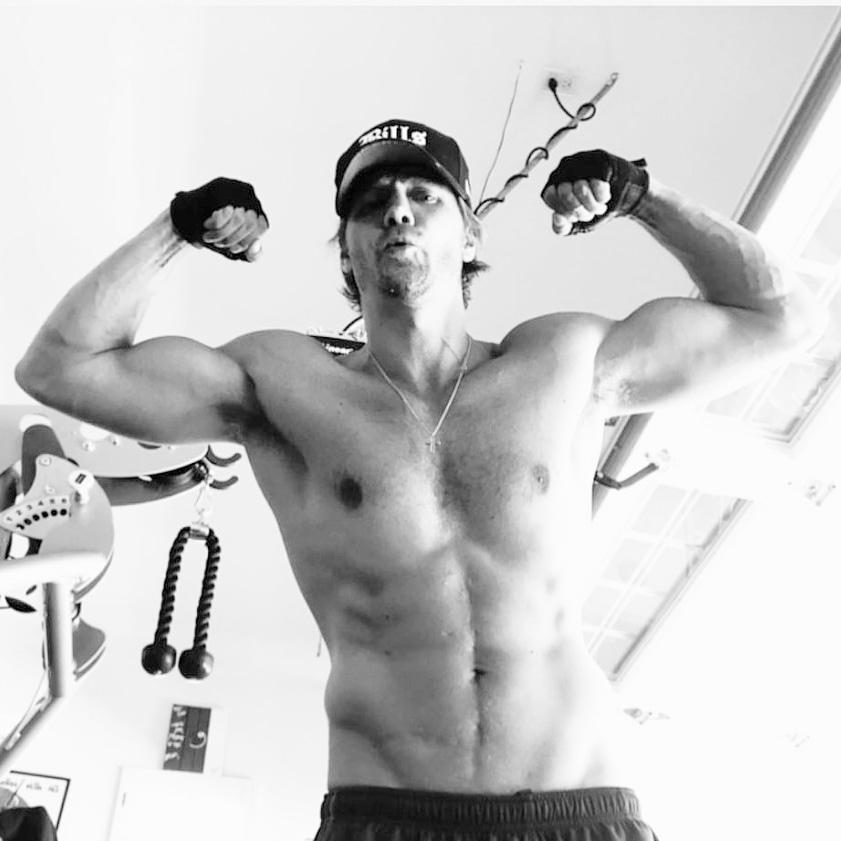 Chad Michael Murray  #FitnessMotivation #fitness pic.twitter.com/vhpB5QjzMa