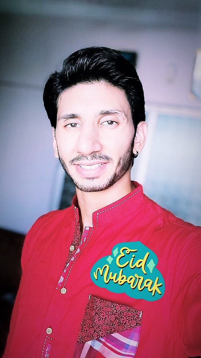 Laal mere dil ka haal hai Lagta mujh pe kamaal hai Ye tumhara nahin mera khayaal hai Kya Subhash Ghai ki picture Taal hai?  Haha koi Acha caption demagh me nahin a raha tha to socha is hi se kaam chala lete hain, anyways,  Eid Mabrook!! ❤️❤️😊😊  #EidMabrook #EidMubarak #Actor https://t.co/20f8ETHeqL