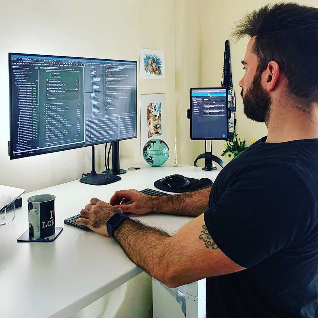 @dimeloper_ • • •  #thedevlife #worldcode #dreamdesks #softwareengineer #developer #macbook #macbookpro #webdeveloper #devlife #codinganddecoding #365daysofcode #coderlife #macsetups #isetups #minimalsetups #cleansetup #workspaces #deskinspiration #buildupdevs #peoplew…pic.twitter.com/hPHW5hHbIM