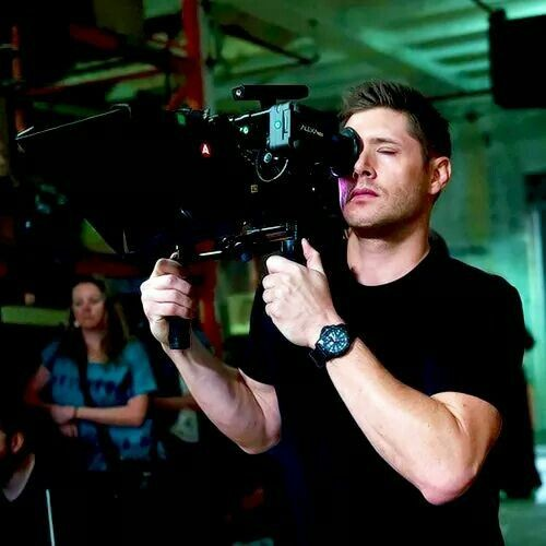 Director Jensen  #JensenAckles (Credit for pics) <br>http://pic.twitter.com/EMMqt7XzaK