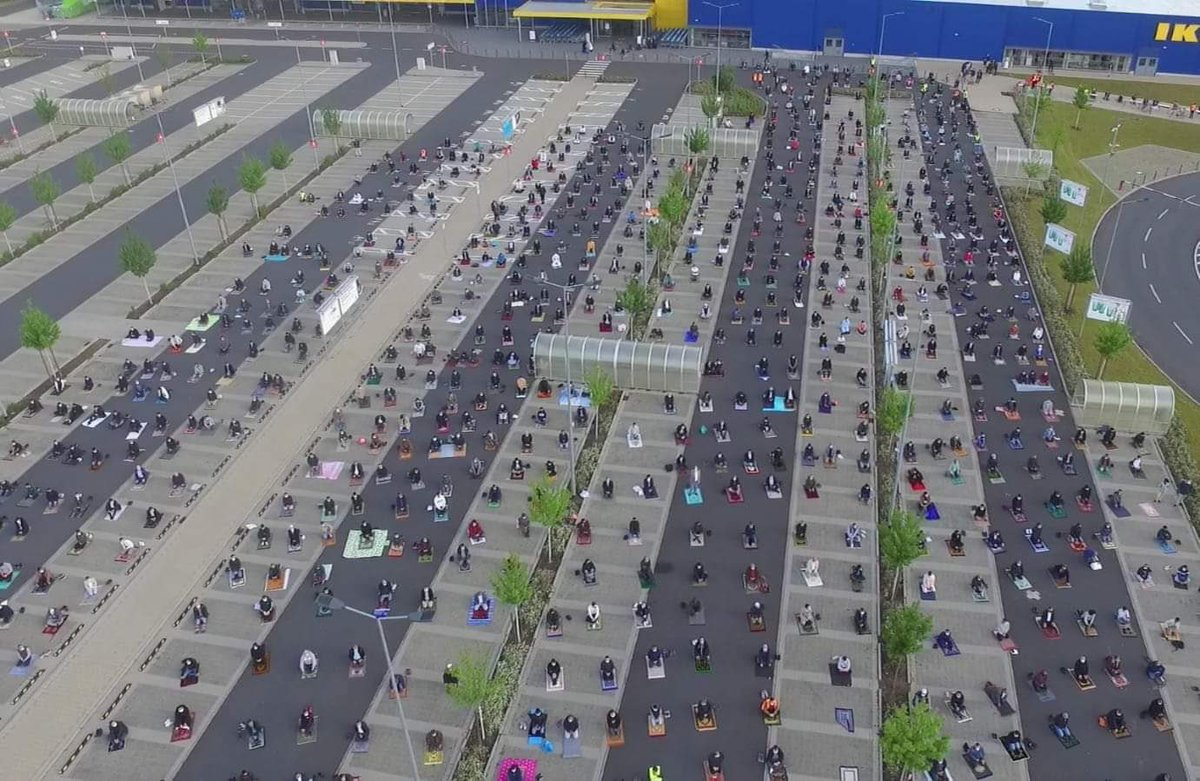 Eid Mubarak all✨  Especially to this Ikea branch in Germany.   Local Muslims asked if they can use the car park for prayers in order to maintain distancing per regulations. And Ikea said yes https://t.co/6EDLmjkY9I