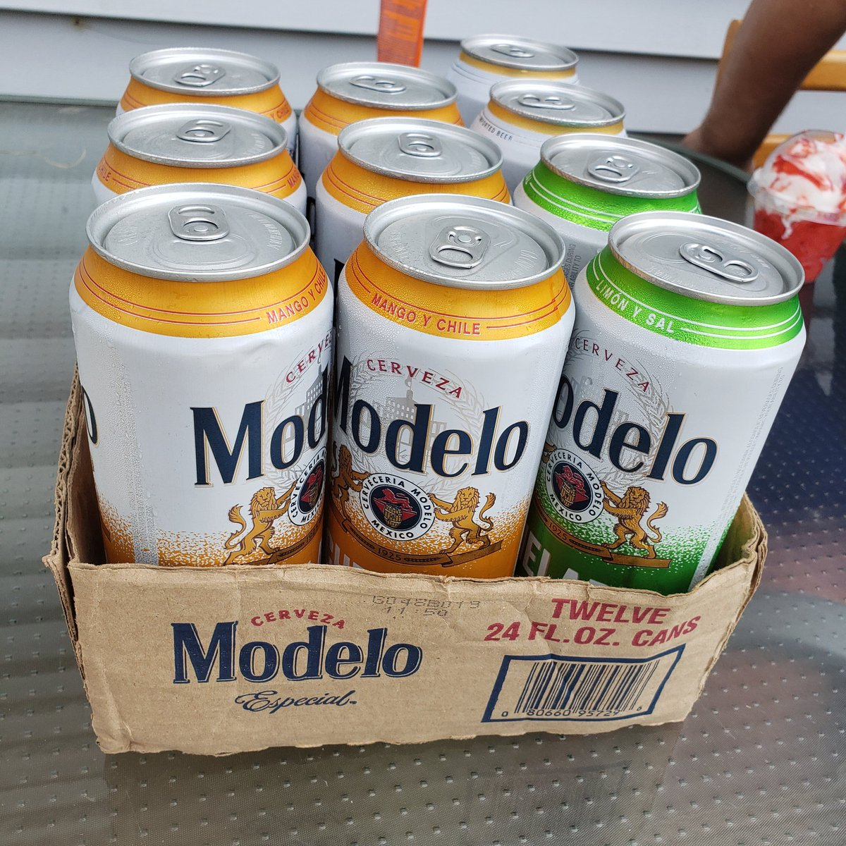 it's hot out and these tall boys are  #salud  #HolaModelo @ModeloUSApic.twitter.com/qFNprZDS7i