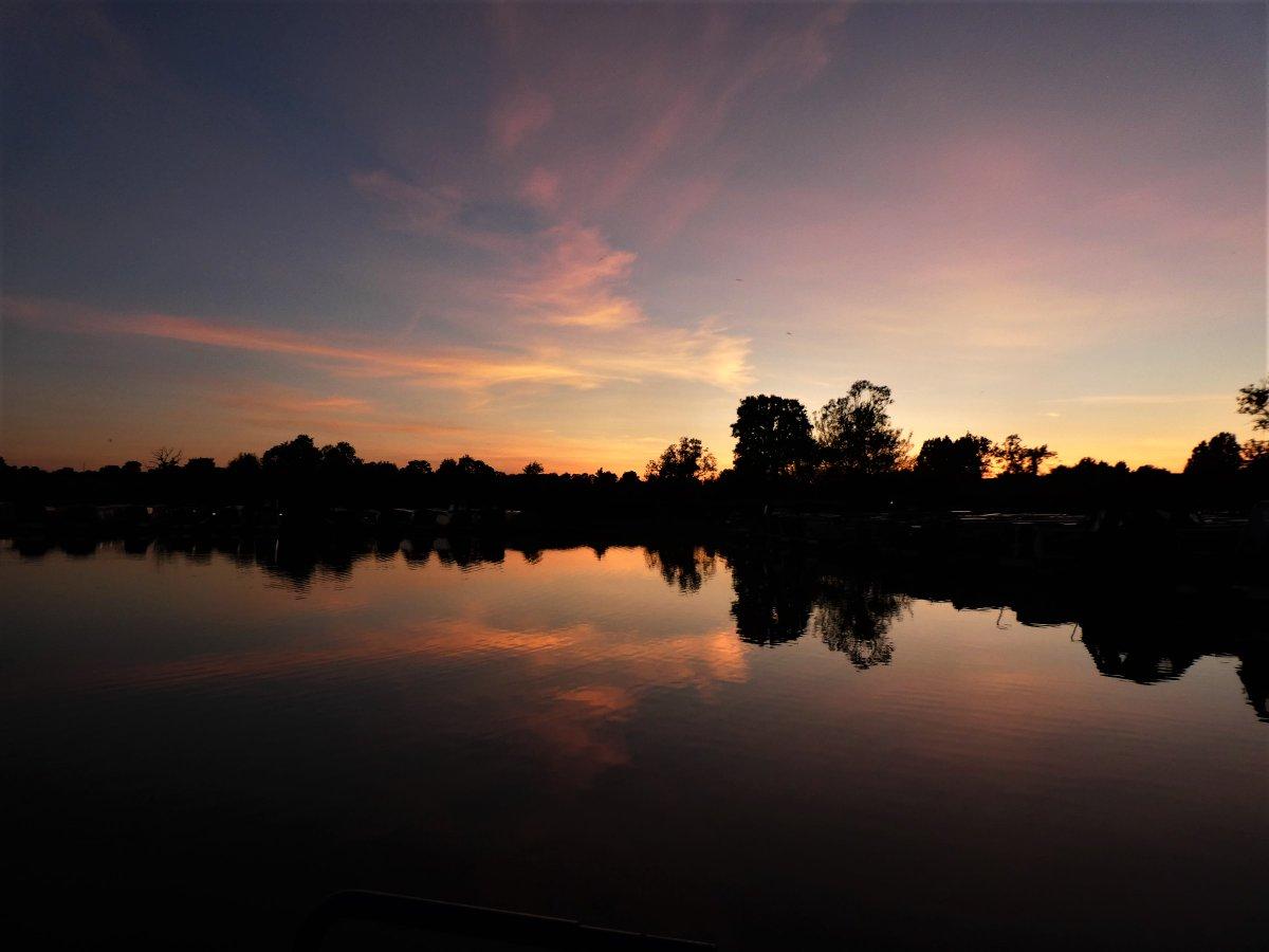 And it just got better!!!  #sunset pic.twitter.com/7FxukQdZBj