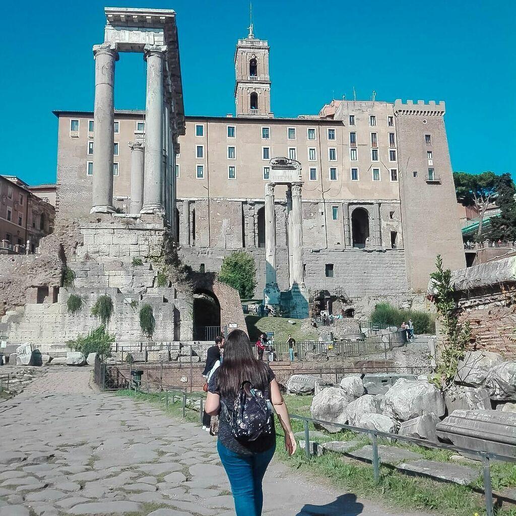 """El fascismo se cura leyendo, el racismo se cura viajando"". Miguel de Unamuno. • • • #Viajar #Travel #ILoveTravel #Roma #Rome #ViajarEsVivir #igersroma #ig_roma #ig_rome #igerslazio #noidiroma #italia #loves_roma #volgoroma #romeandyou #ig_lazio #viv… https://instagr.am/p/CAlZMw5hduz/pic.twitter.com/eyXZUoz9Wc"