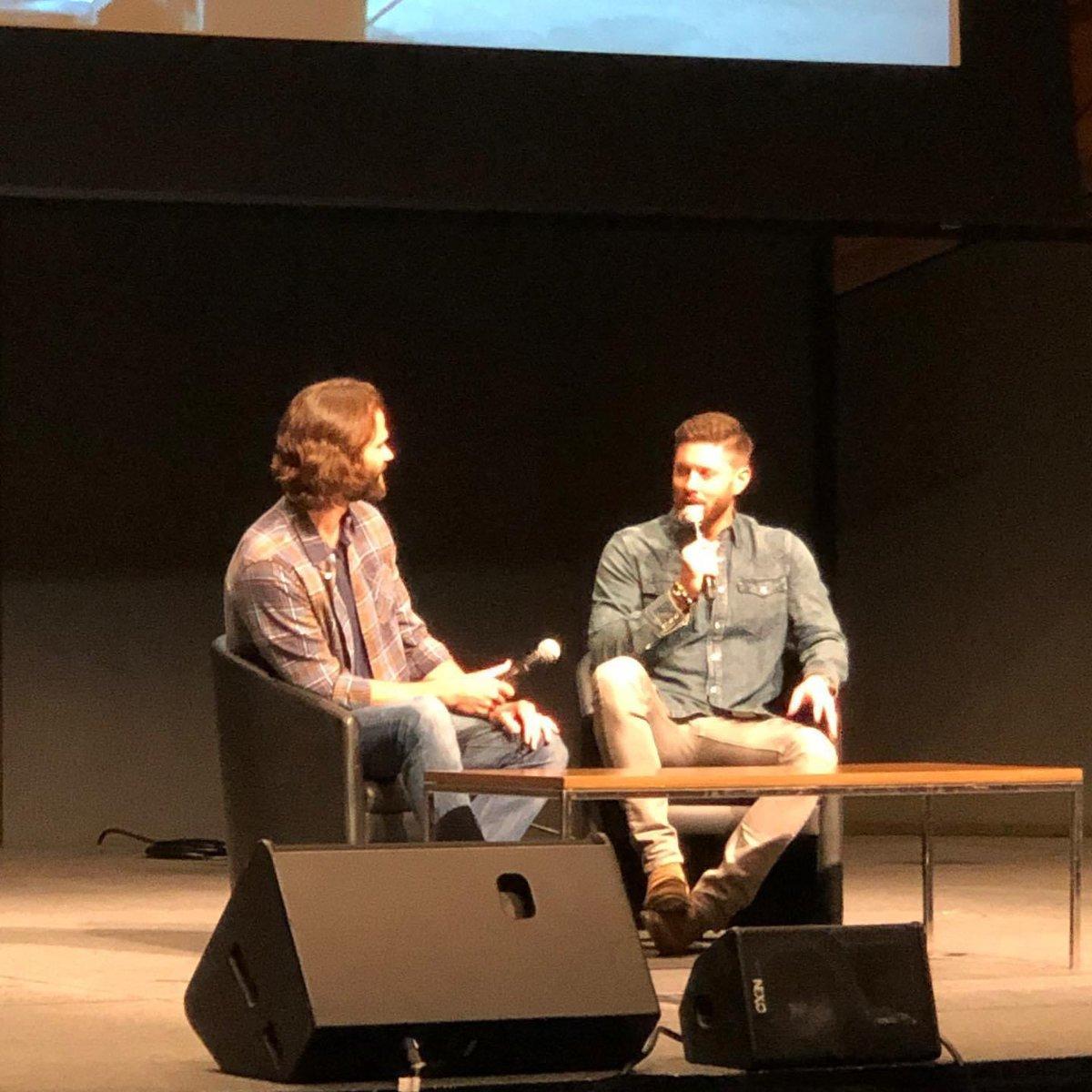 One year ago today I met @JensenAckles @jarpad @TheHUBBUB<br>http://pic.twitter.com/Xr0QXu8wJ2