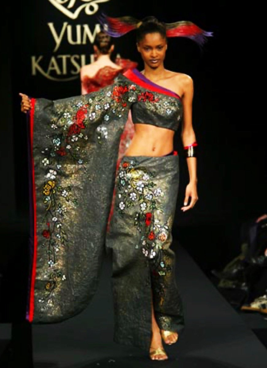 Yumi Katsura (Spring 2003 Couture) (Featuring Kimanee Wilson)(#PFW) pic.twitter.com/inqT4x8WAG