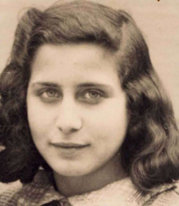 24 May 1930 | French Jewish girl Tova Zarcon was born in Paris.  On 20 January 1944 she was deported from Drancy to #Auschwitz. She did not survive. <br>http://pic.twitter.com/DnQAkcCKnu