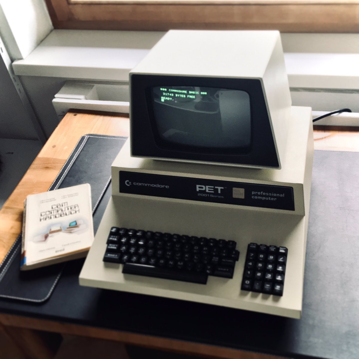 This Commodore PET finally found a new home! It works and it's gorgeous! #vintagecomputing #commodore #PET pic.twitter.com/9Yzj9GZwfK