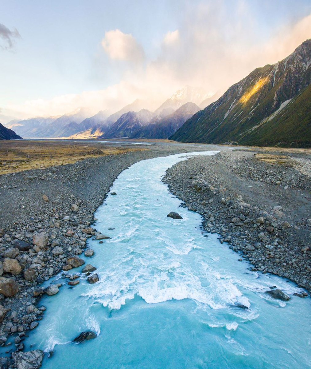 Blue Lakes and Tasman Glacier Walk, New Zealand   #SundayMorning pic.twitter.com/K2VRtsACCc