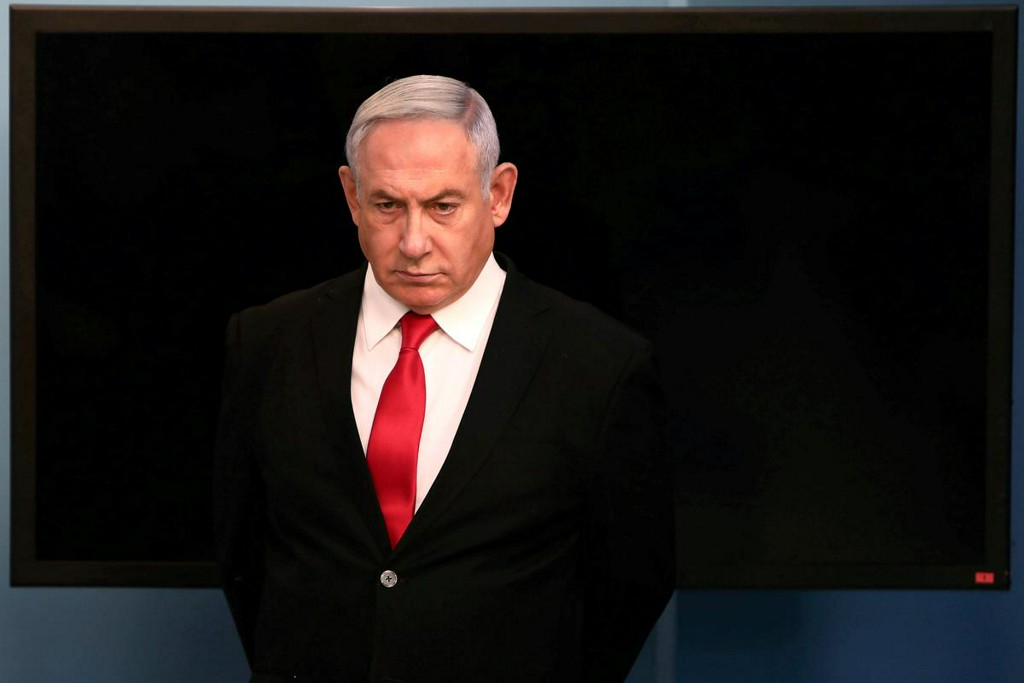 #ISRAEL: Prime Minister Benjamin Netanyahu has appeared today in court facing corruption charges.  Netanyahu is being charged with fraud, breach of trust, accepting bribes & expensive gifts, he has denied all charges.  If convicted he could face more than a decade in prison. pic.twitter.com/KbGfmf4RDX