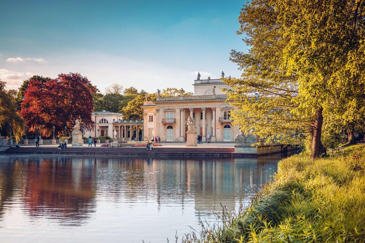Royal Palace on the Water in Lazienki Park during sunset, Palace on the water in the Royal Baths in Warsaw, Poland   #WeAreKuruWe  #MyTravelStory #WanderingSoul #travel #wroclaw #travelblogger #polish #polska #poland #polskadziewczyna #polishgirl #warsaw #polandisbeautifulpic.twitter.com/kZadLaGSkA